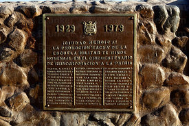 Plaque honouring soldiers who died on monument at site of the Battle of Alto de la Alianza , near Tacna , Peru