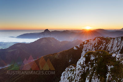 Austria, Upper Austria, Salzkammergut, view from Alberfeldkogel in Hoellen Mountains at sunset