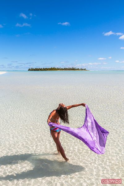 Woman with sarong, Honeymoon Island, Aitutaki, Cook Islands