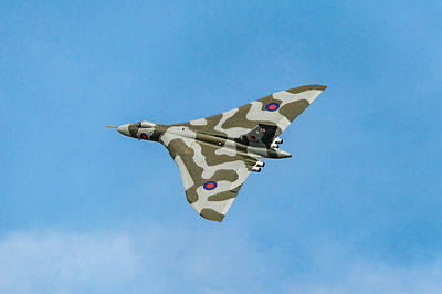 XH558 heading in
