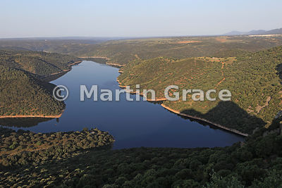 SPA_1581_Rio_Tajo_looking_NW_from_Castillo_de_Monfrague_RE2A