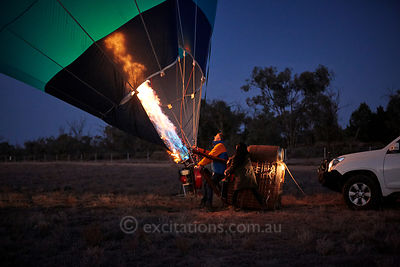 Pilot, Kiff Saunders stand his balloon up Merbein, 19th July, 2018.