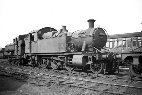 PHOTOS OF WR 4400 CLASS 2-6-2T STEAM LOCOS