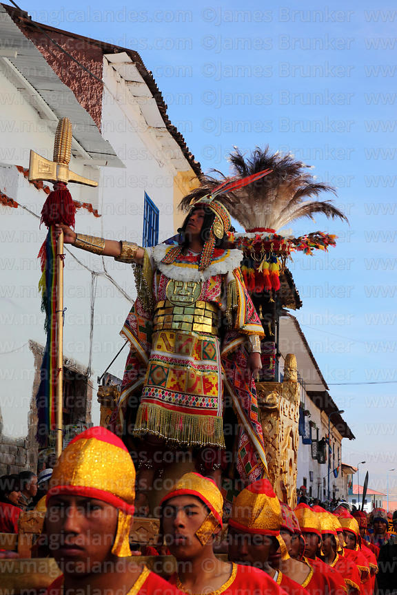 Magical Andes Photography | Bearers carry the Inca during