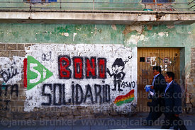 Mural showing support for Bolivian president Evo Morales and the bono solidario, La Paz , Bolivia