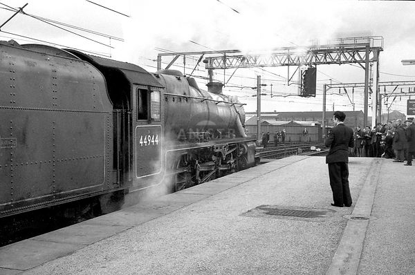 Steam loco Black 5 44944 Wolverhampton