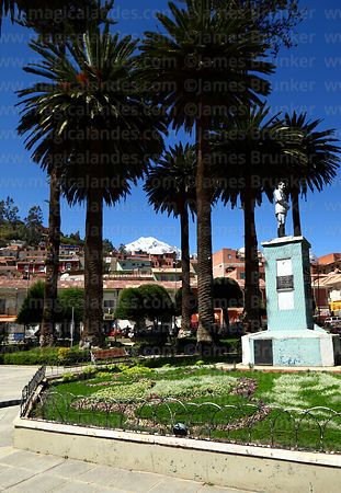 Statue of General Enrique Peñaranda del Castilo in main square, Mt Illampu in background, Sorata, Bolivia