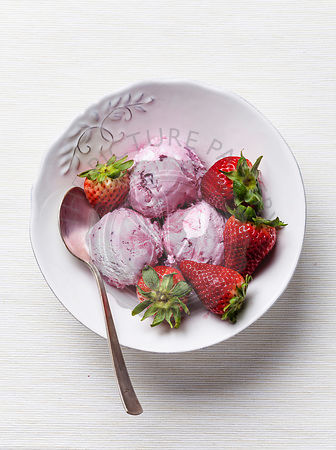 Strawberry ice cream with fresh strawberries