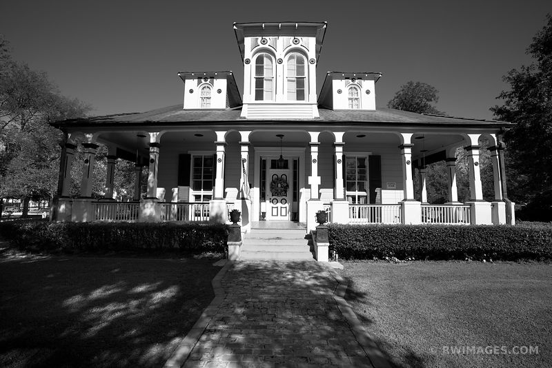 POCHE PLANTATION LOUISIANA BLACK AND WHITE