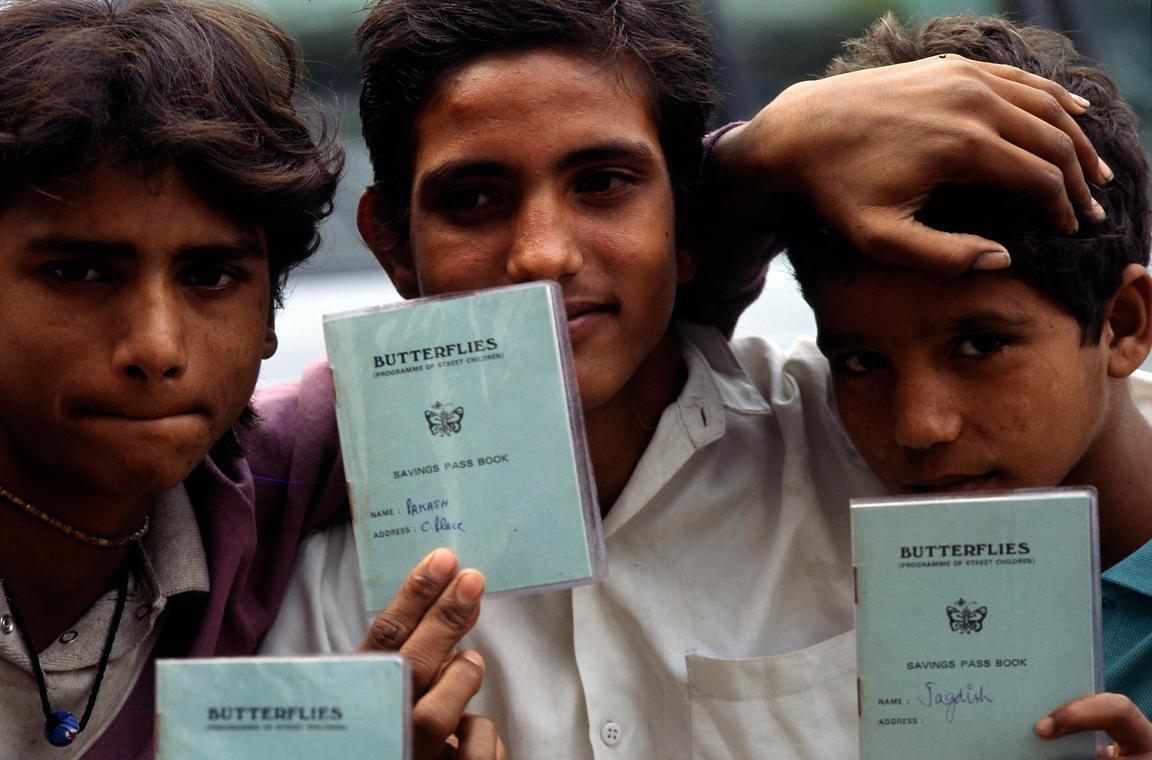 Stuart Freedman | India - Delhi - Boys with their membership cards