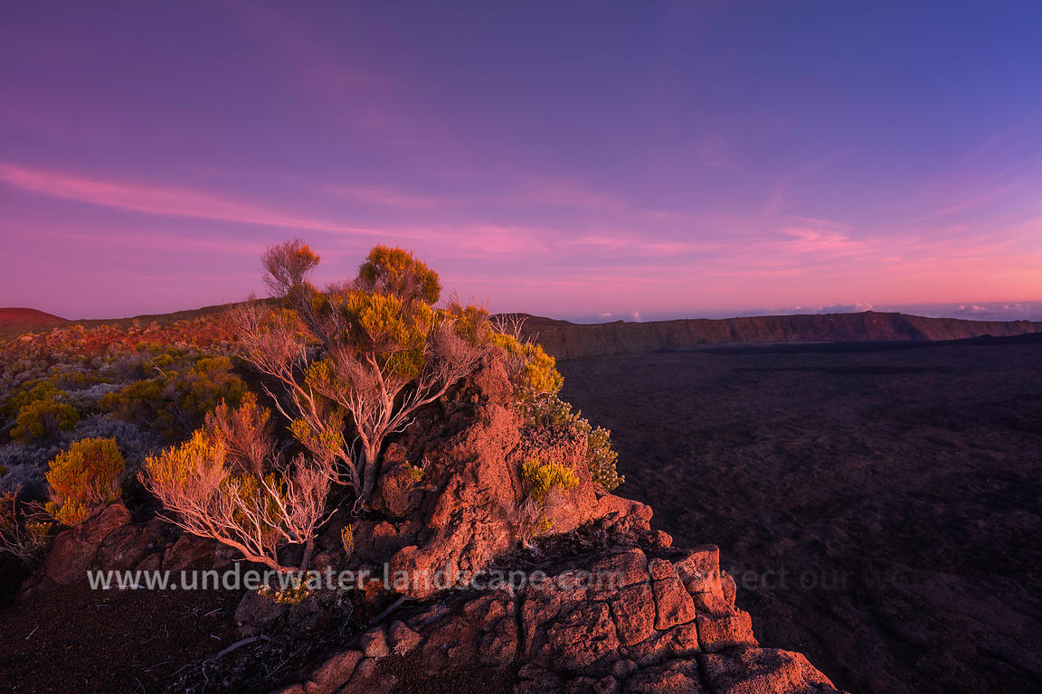 Sunrise - Reddish glow of the caldera