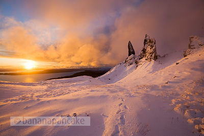BP2301b - The Old Man of Storr at sunrise