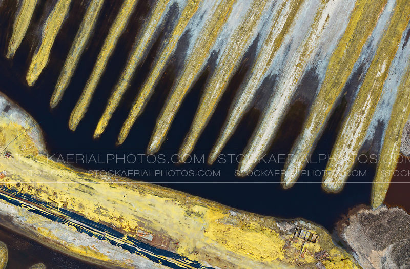 Sulphur Piles Abstract