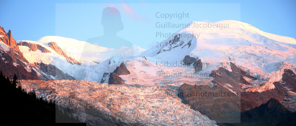 Mont-Blanc_Massif_sunset_Panoramic_1