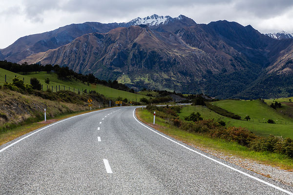 Scenic Road Along Lake Wanaka Surrounded by Mountains, Central Otago, New Zealand .