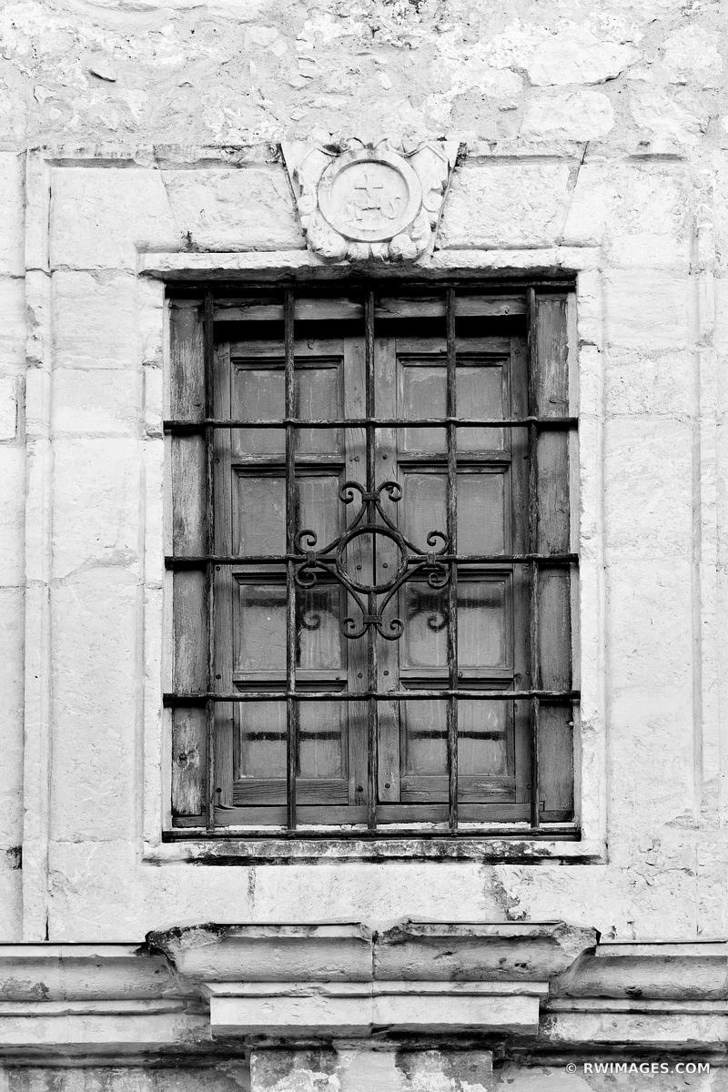 THE ALAMO MISSION SAN ANTONIO TEXAS BLACK AND WHITE VERTICAL
