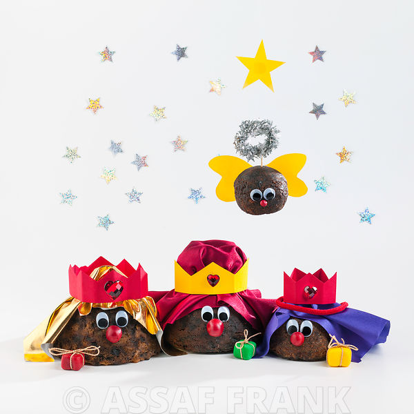 Christmas Puddings - Three kings with angel on white background