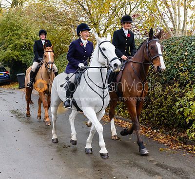 Jo Rutter, Bee Bell leaving the meet. The Cottesmore Hunt at Braunston