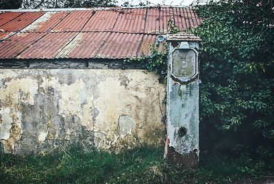 Old_petrol_pump_co.louth