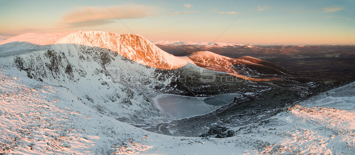 West buttress of Lochnagar / Beinn Chiochan with view to Loch nan Eun, in morning light, Deeside, Cairngorms National Park, S...