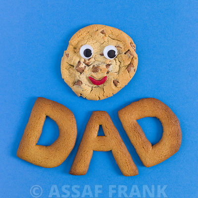 Face shaped biscuit with word DAD on blue background