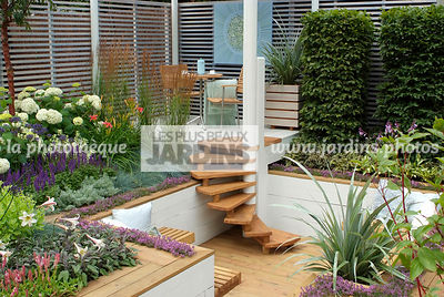 Aromatic plant, Border, Border with flowers, Garden chair, garden designer, Garden furniture, Garden table, Small garden, Stair, Terrace, Thyme, Trellis, Urban garden, Contemporary Terrace, Wooden Terrace, Digital, Grasses