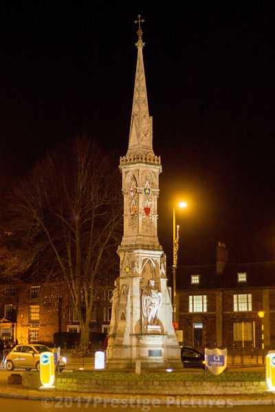 Banbury Cross monument at Night