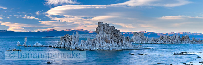 Tufa towers at Mono Lake, Eastern Sierra, California, USA