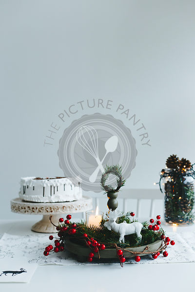 Table decor and Christmas cake for Christmas