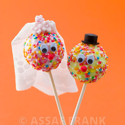 Wedding couple popcakes