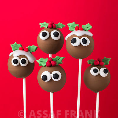 Five christmas pudding pop cakes