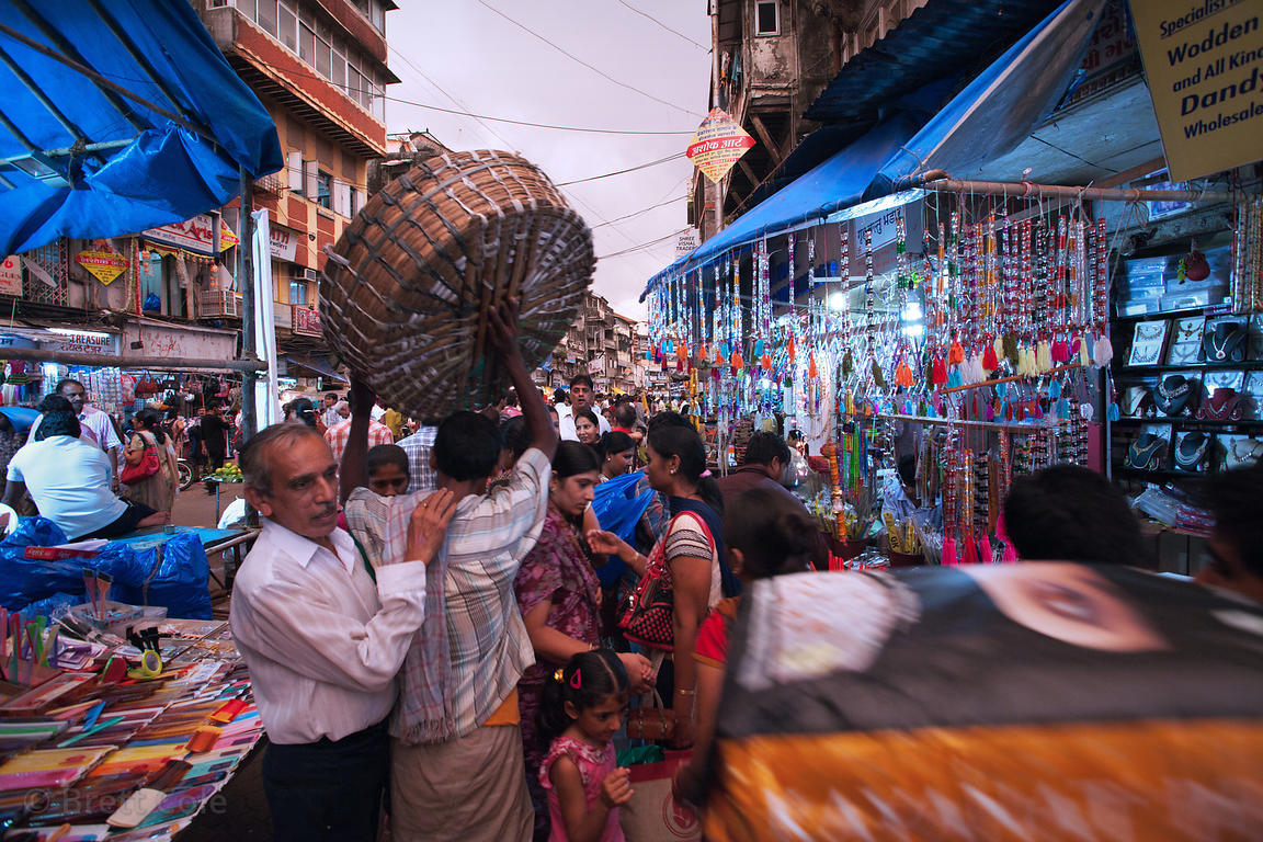 Crowds at a market in Buleshwar, Mumbai, India