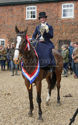 Lizzie Harris with the Dianas of the Chase Cup - Side Saddle Race 2014.