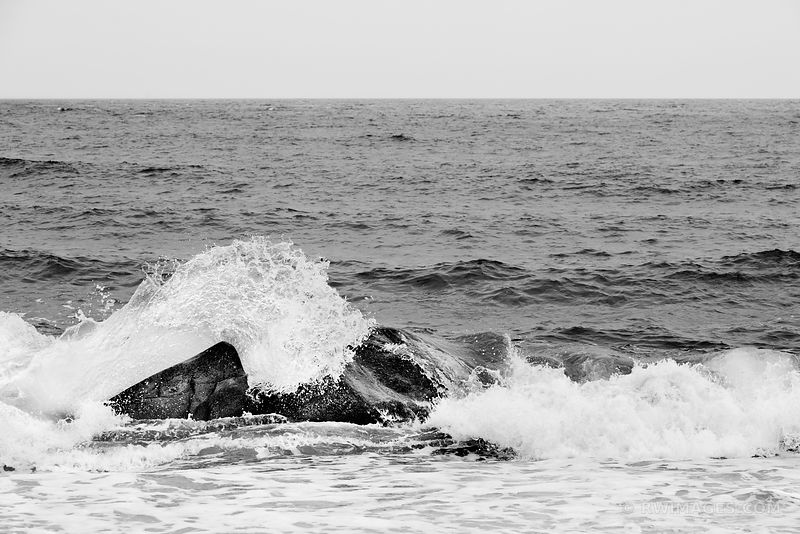 OCEAN WAVE ATLANTIC OCEAN SHORE MONTAUK LONG ISLAND NEW YORK BLACK AND WHITE