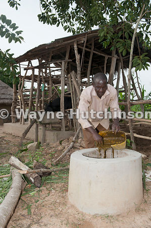 Hutchinson Photography - Farm Images | Ugandan farmer