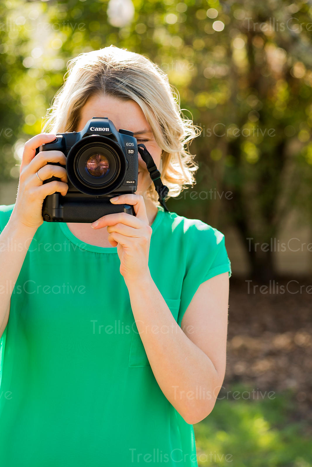 Pretty blonde woman holding a camera