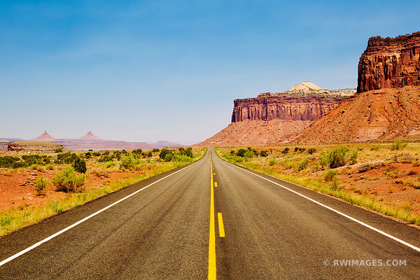 ROAD TO THE NEEDLES DISTRICT CANYONLANDS NATIONAL PARK UTAH