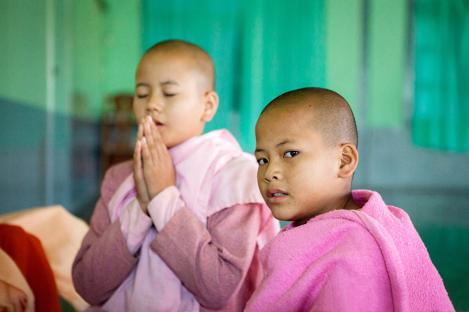Otama, 11 ans, jeune nonne étudiant dans le couvent de Nyaungshwe, Birmanie / Otama, 11 years-old, young nun studying in the ...