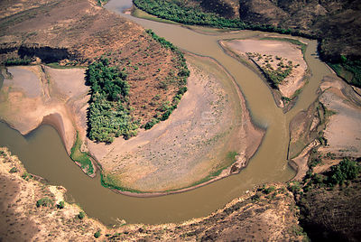 View of bend in Blue Nile river in dry season, Ethiopia, 2003