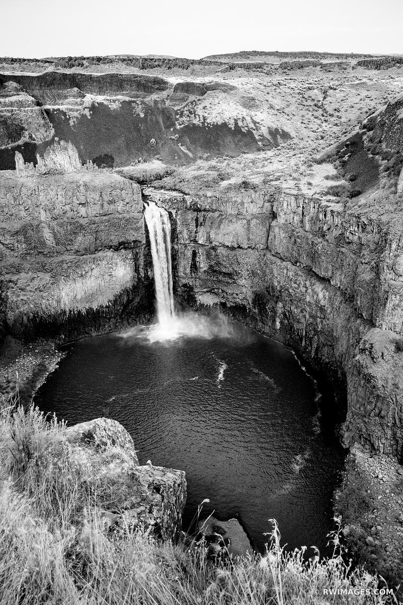 PALOUSE FALLS STATE PARK PALOUSE WASHINGTON BLACK AND WHITE VERTICAL