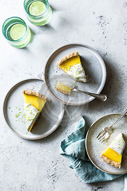 Lime tart with cream