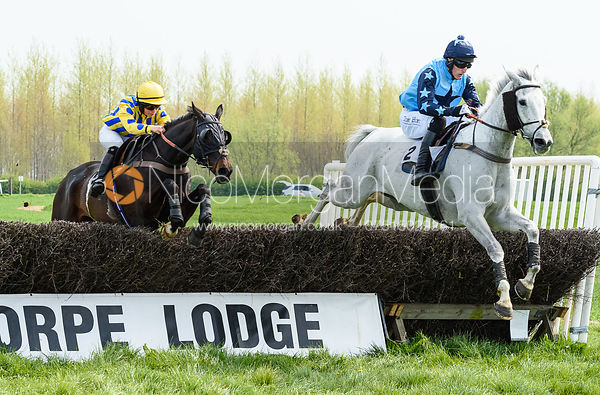 MERRYDOWN BLACK (Sophie Walker) and BI QUINI TIEP (Dale Peters) - Race 1 - The South Notts at Thorpe Lodge