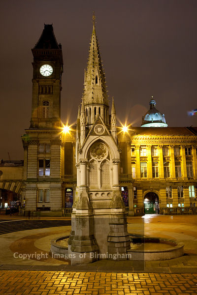 Chamberlain Square showing the Chamberlain memorial, and council house.  Birmingham City Centre, Birmingham, England