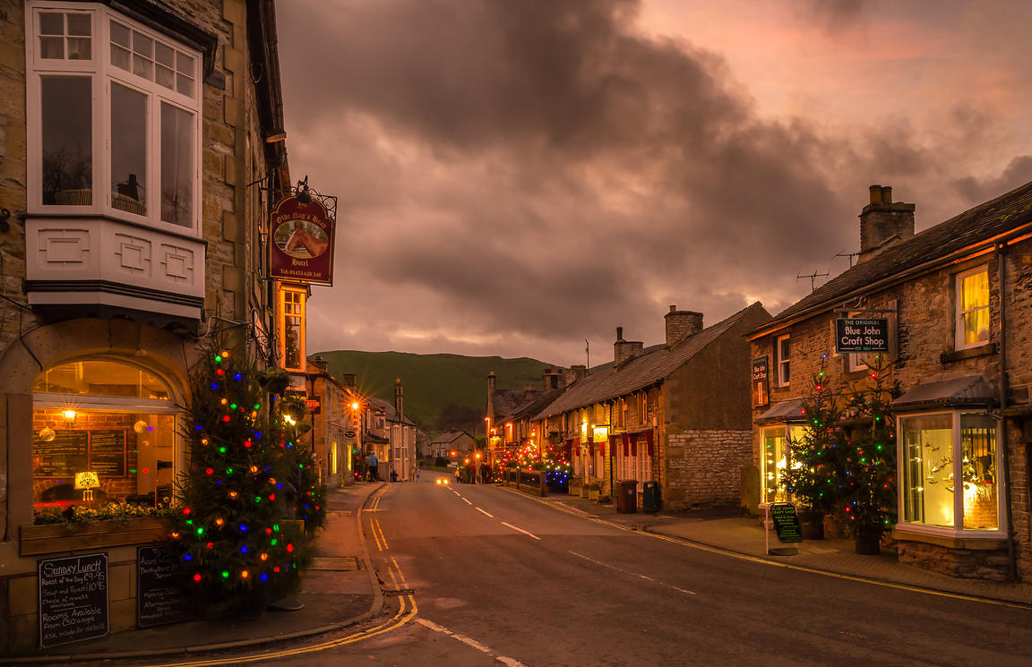 Christmas evening lights in Castleton