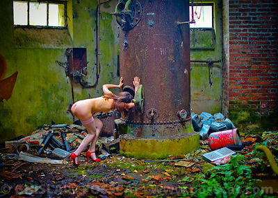 Nude pixs of a naked urbex woman