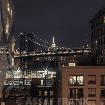 Manhattan bridge and New York cityscape at night