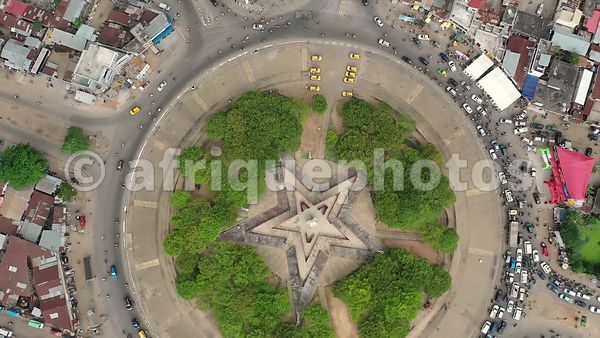 Cotonou from above : red star place