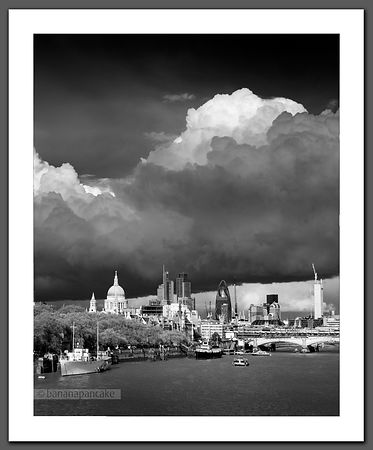 Stormclouds over London - BP2908BW