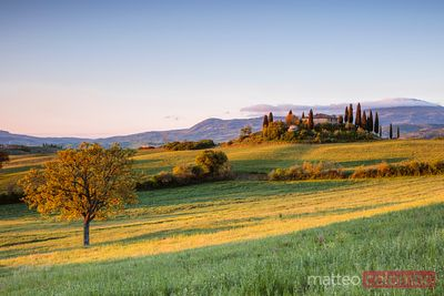 Farmhouse at sunrise, Val d'Orcia, Tuscany, Italy