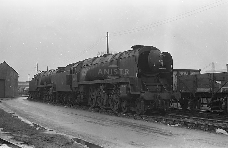 awaiting scraping at Buttigiegs yard in Newport, Monmouthshire.  21/10/1967
